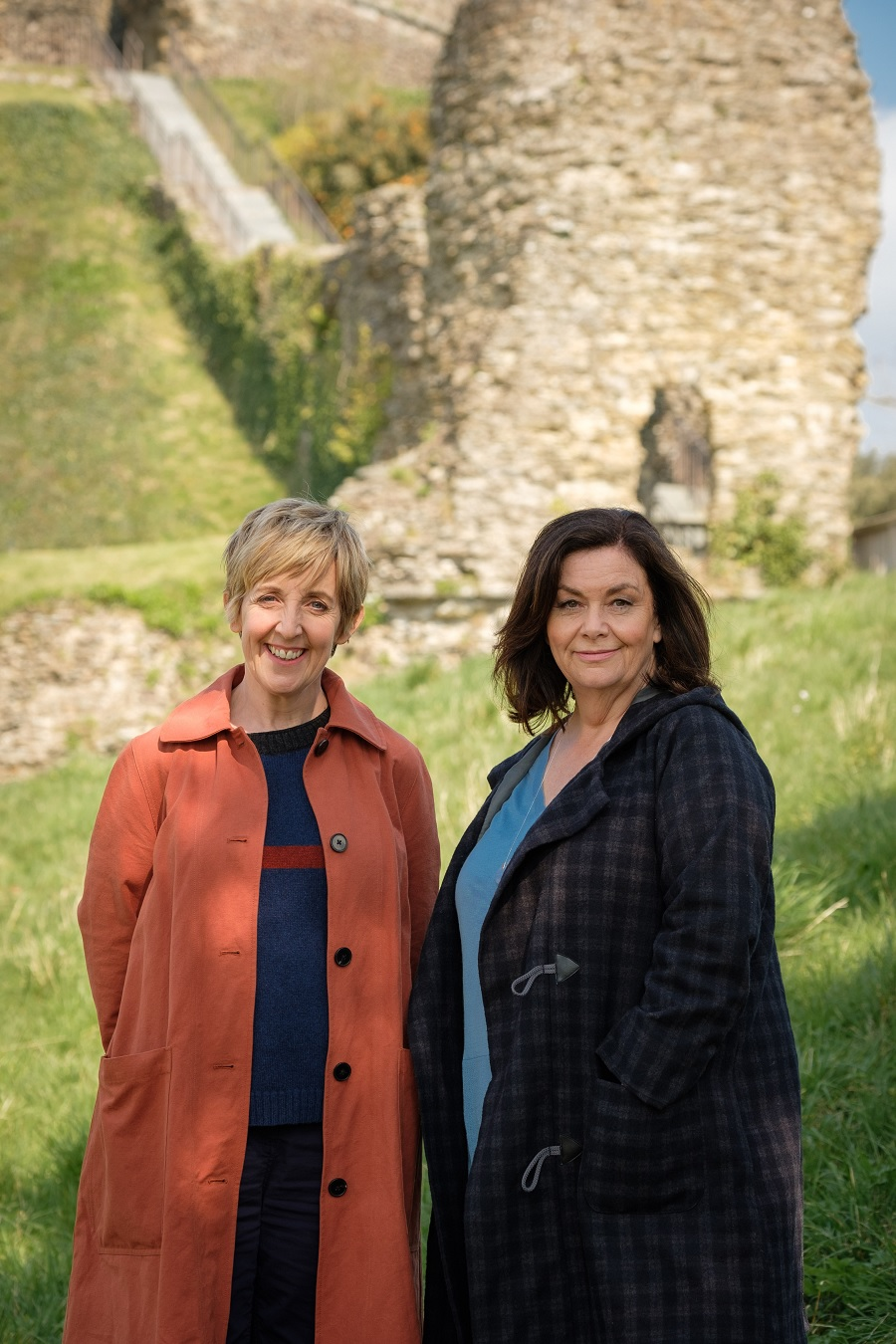 First Images: Dawn French & Julie Hesmondhalgh In ITV's ...